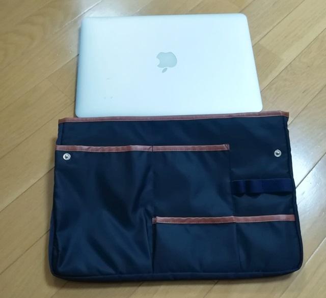 バッグインバッグとMacBook Airの大きさ比較