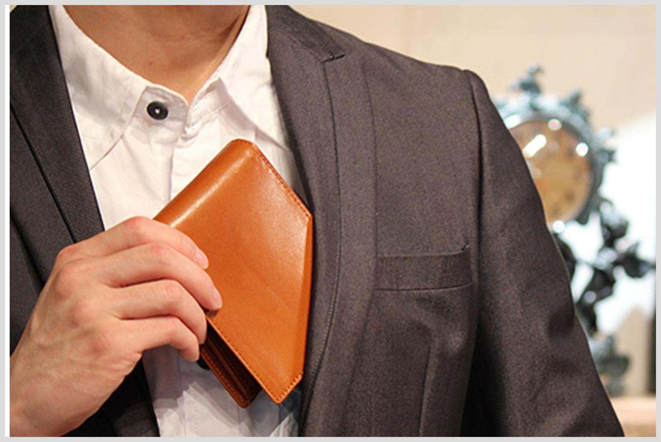 オリーチェの二つ折り財布の画像