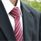 一般的なスーツの男性