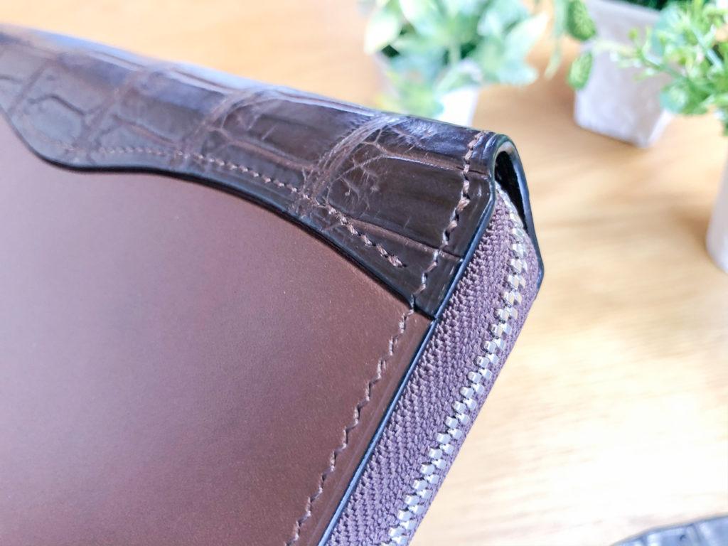 ブリランテ×クロコダイル ラウンドジップ長財布のコバ