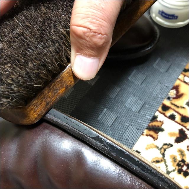 コードバンの革靴にコバインキを塗っていく前にコバを均すよー3